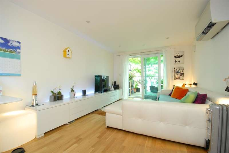 2 Bedrooms Flat for sale in Cavalier House, 46-50 Uxbridge Road, Ealing, W5 2SU