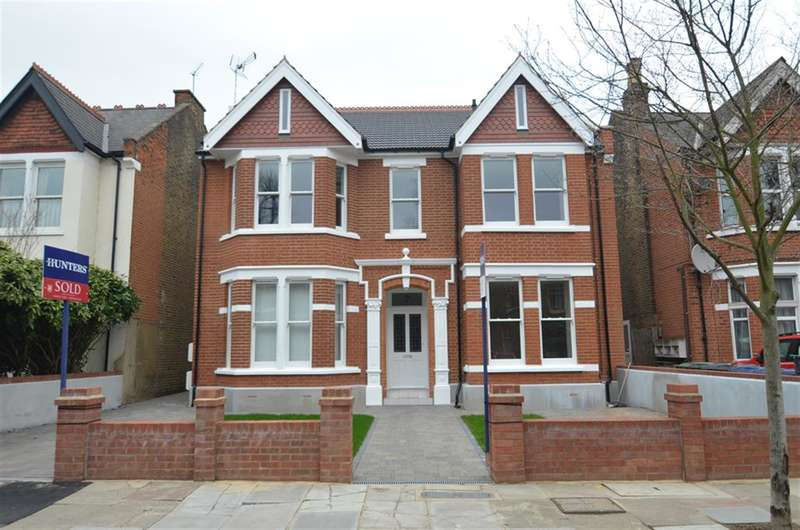 1 Bedroom Flat for sale in Inglis Road, Ealing, London, W5 3RL