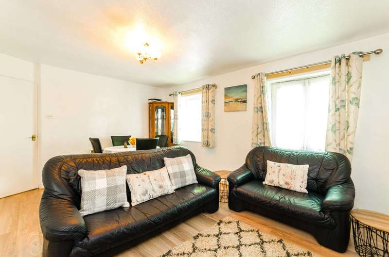 2 Bedrooms Flat for sale in Caraway Close, Plaistow, E13