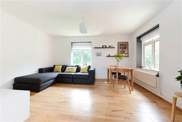 2 Bedrooms Flat for sale in Attleborough Court, Forest HIll
