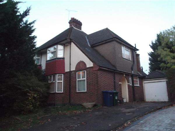 3 Bedrooms Semi Detached House for sale in Barnet Way, Mill Hill