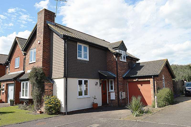 3 Bedrooms Detached House for sale in Creasey Close, Hornchurch