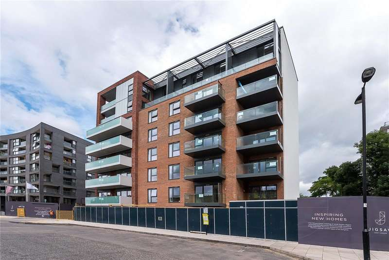 2 Bedrooms Flat for sale in Redwell House, Singapore Road, Ealing, W13