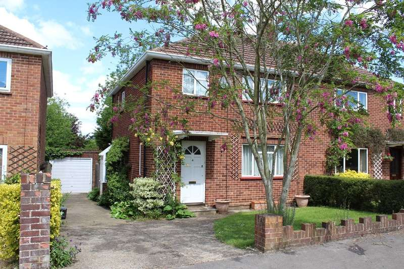 3 Bedrooms Semi Detached House for rent in Byron Road, Twyford, Reading, RG10