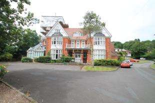 1 Bedroom Flat for sale in Tower House, Tower Gate, Brighton, East Sussex
