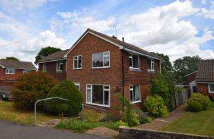 3 Bedrooms Semi Detached House for sale in Grange Close, Horam, Heathfield, East Sussex