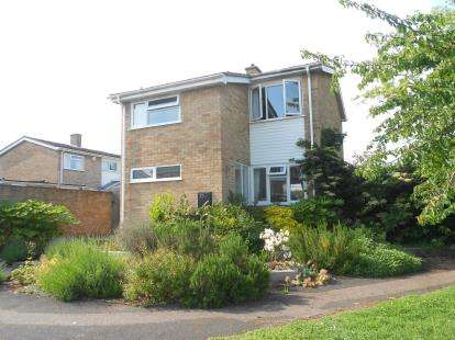 4 Bedrooms Detached House for sale in Dove House Close, Bromham, Bedford, Bedfordshire