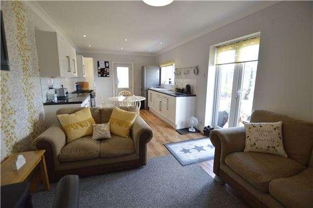 3 Bedrooms Semi Detached House for sale in Sedlescombe Road North, ST LEONARDS-ON-SEA, East Sussex, TN37 7EN