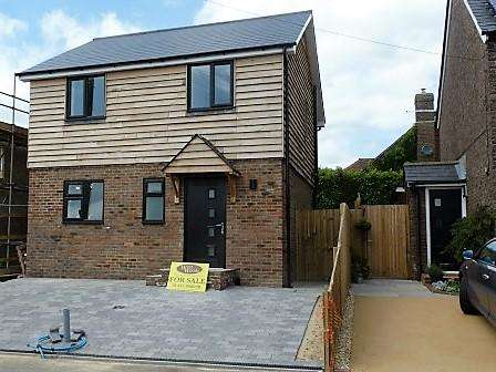 3 Bedrooms Detached House for sale in Mutton Hall Lane, Heathfield, East Sussex, TN21 8NT