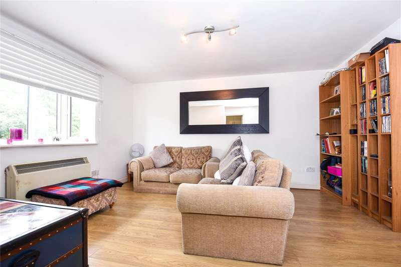 2 Bedrooms Apartment Flat for sale in Islay House, Scammell Way, Watford, Hertfordshire, WD18