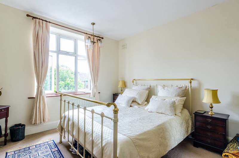2 Bedrooms Flat for sale in Benhill Wood Road, Sutton, SM1