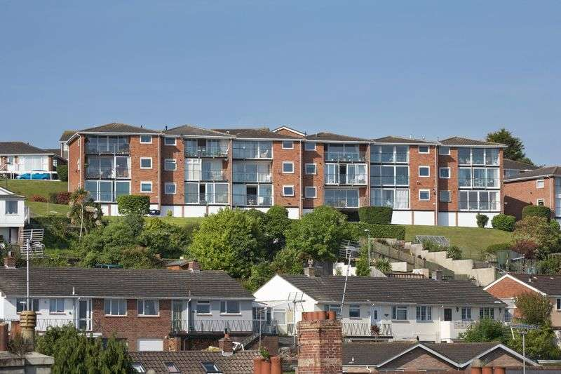2 Bedrooms Flat for sale in Lyme View Road,