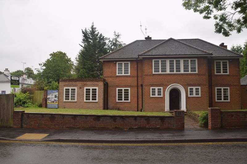 Property for rent in Executive Four Bedroom Detached Family Home - Prime Area
