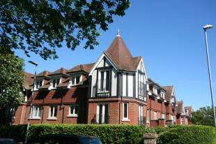 1 Bedroom Flat for sale in Highland House, 18-20 Carew Road, Eastbourne, East Sussex