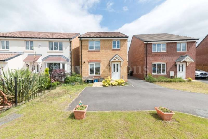 3 Bedrooms Detached House for sale in Jubilee Way, Rogerstone, Newport. NP10 9NL