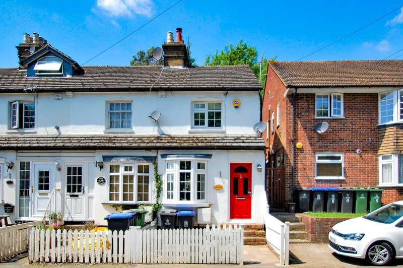 2 Bedrooms End Of Terrace House for sale in Rose Cottages, Wexham Street, Wexham, SL3