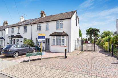 3 Bedrooms End Of Terrace House for sale in Wellbrook Road, Locksbottom, Orpington