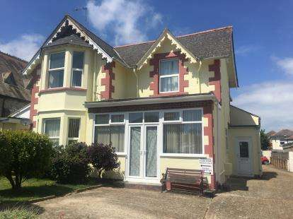 2 Bedrooms Flat for sale in Leed Street, Sandown, Isle Of Wight