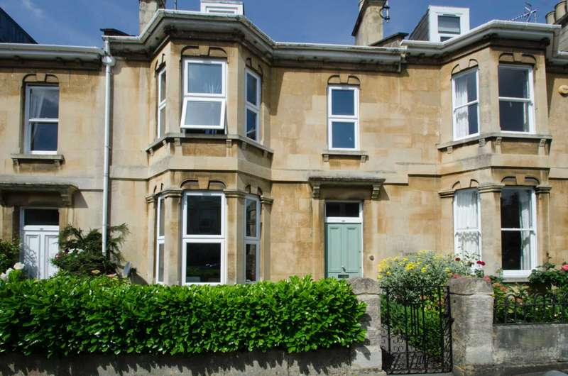 4 Bedrooms Terraced House for sale in Foxcombe Road, Bath