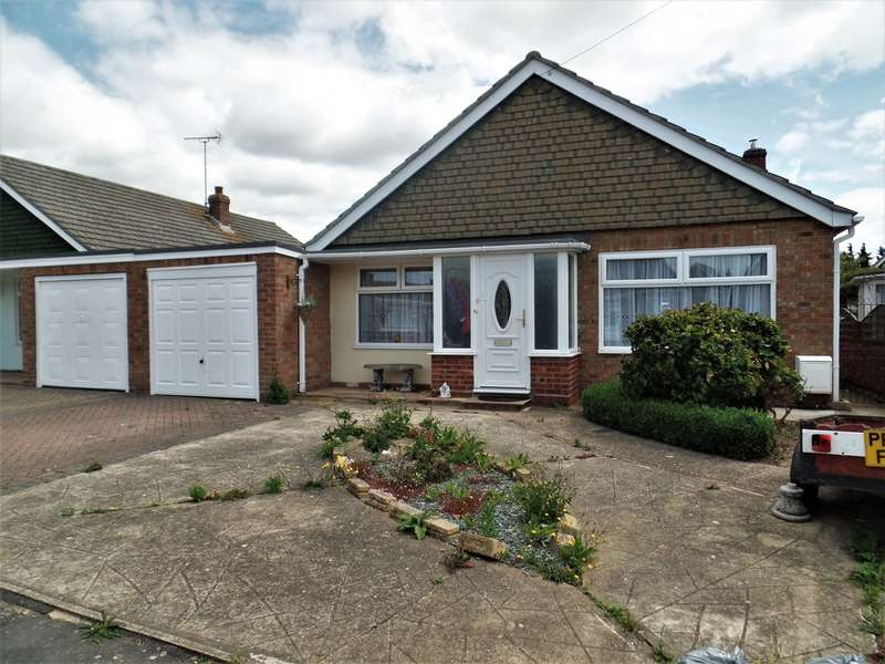 3 Bedrooms Detached Bungalow for sale in Tyndale Drive, Clacton on Sea