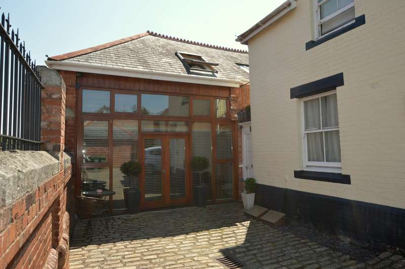 3 Bedrooms Barn Conversion Character Property for sale in Sivell Place, Heavitree, Exeter