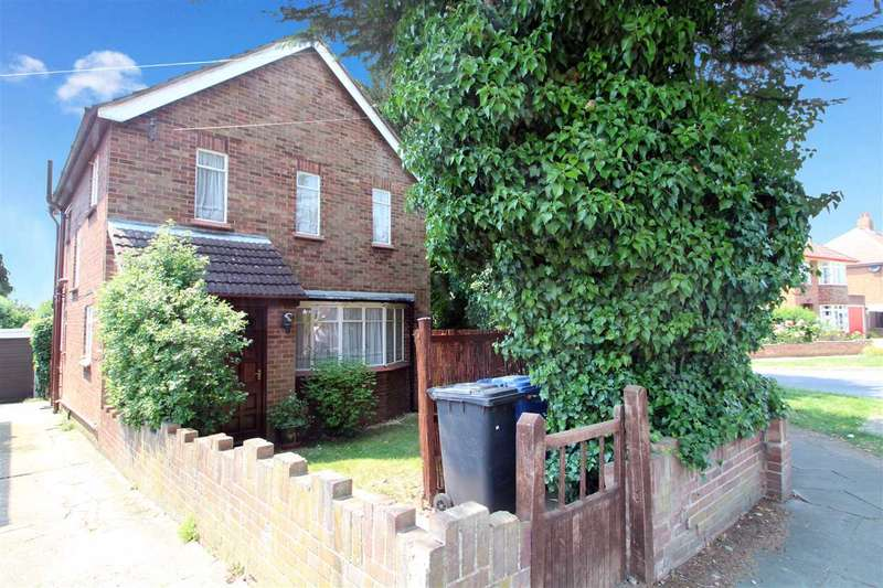 3 Bedrooms Detached House for sale in Chesterfield Drive, Ipswich