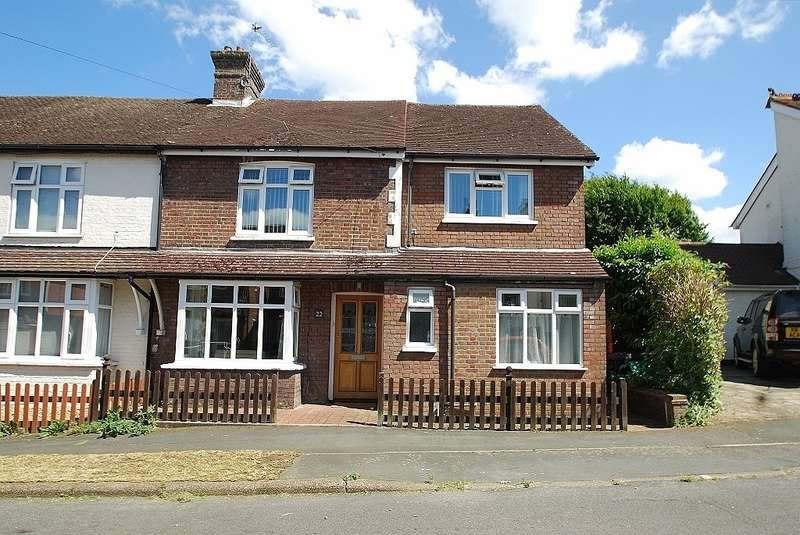 4 Bedrooms Semi Detached House for sale in Pineapple Road, Amersham, HP7