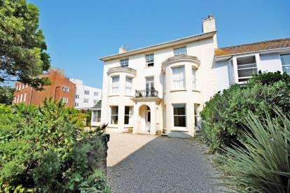 2 Bedrooms Flat for sale in Barton Close, Sidmouth, Devon