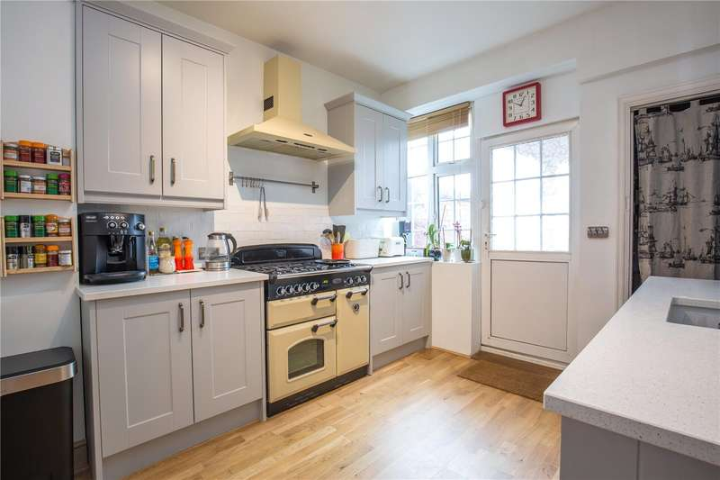 2 Bedrooms Maisonette Flat for sale in Finchley Road, Temple Fortune, London, NW11