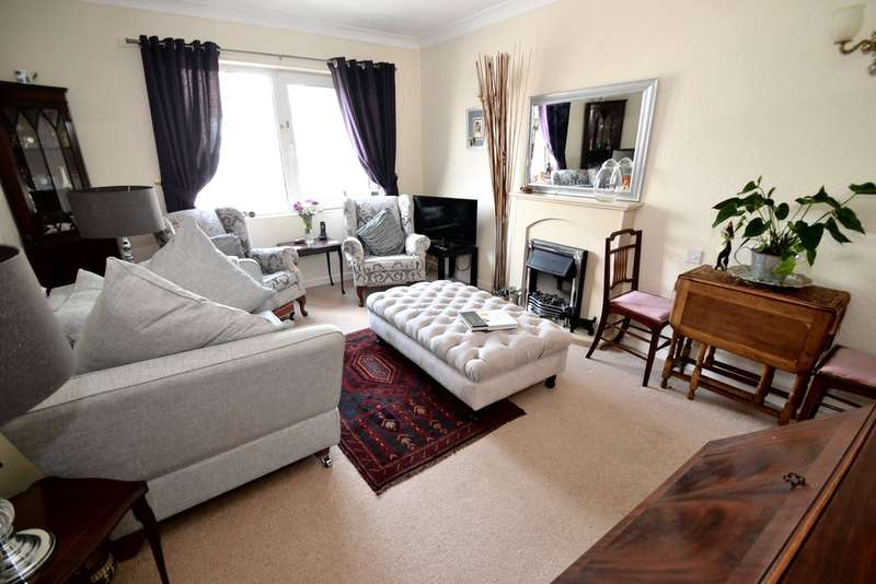 2 Bedrooms Flat for sale in Grove Court, Chapel Street, Hazel Grove, Stockport SK7 4HT