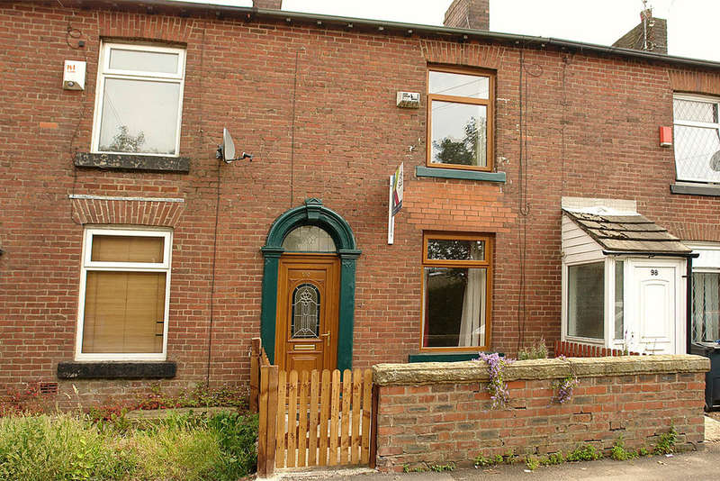 2 Bedrooms Terraced House for sale in 100 Broadbent Road, Oldham