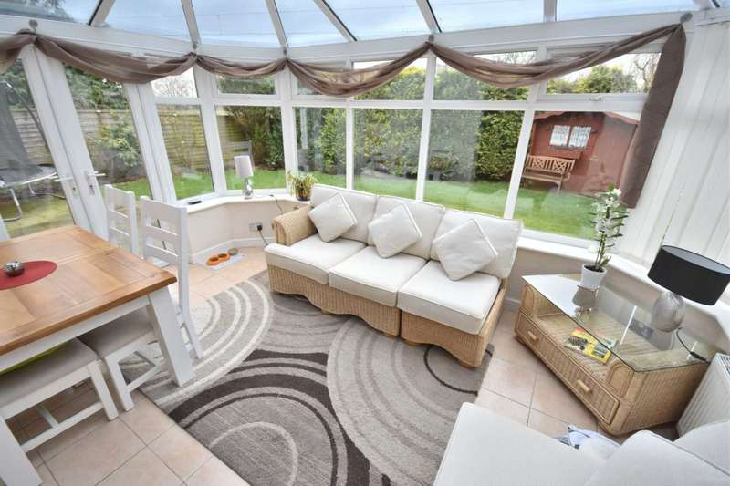 5 Bedrooms Detached House for sale in WOOLLEY AVENUE, POYNTON