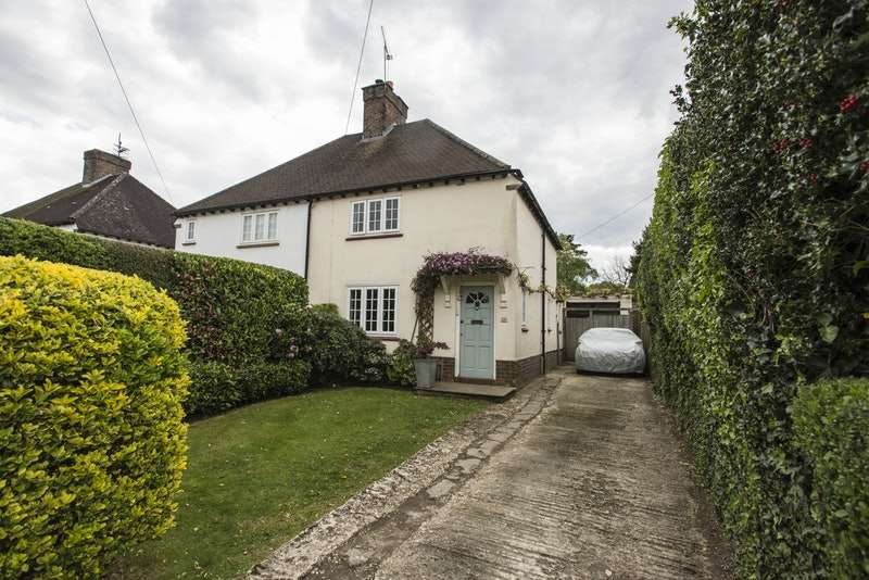 2 Bedrooms Semi Detached House for sale in Stoneleigh Road, Oxted, Surrey, RH8