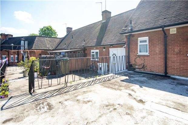 2 Bedrooms Flat for sale in Preston Road, WEMBLEY, Middlesex, HA9 8PA