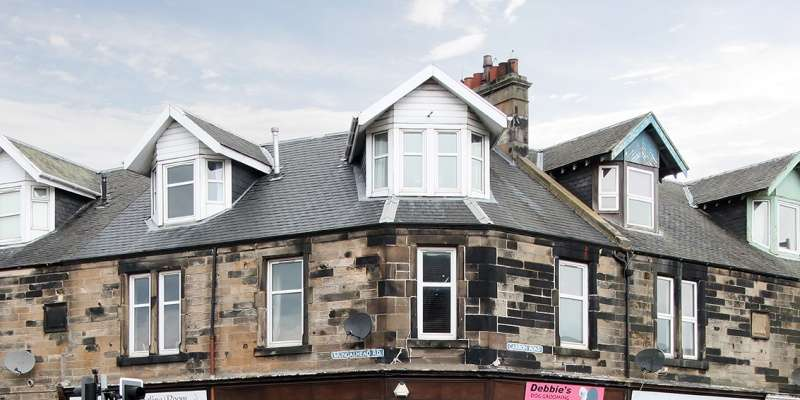 3 Bedrooms Maisonette Flat for sale in Mungal Place, Falkirk, FK2 7RP