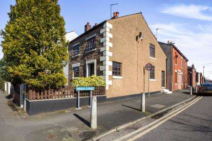 2 Bedrooms End Of Terrace House for sale in Station Road, Bamber Bridge, Preston, Lancashire
