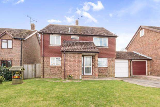 4 Bedrooms Detached House for sale in Hook, Hampshire