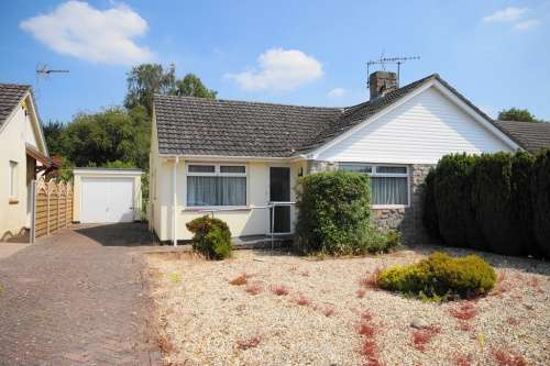 2 Bedrooms Bungalow for sale in Uplands Road, West Moors
