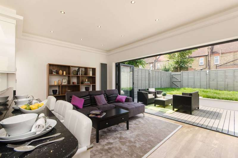 3 Bedrooms Flat for sale in Caithness Road, Mitcham, CR4