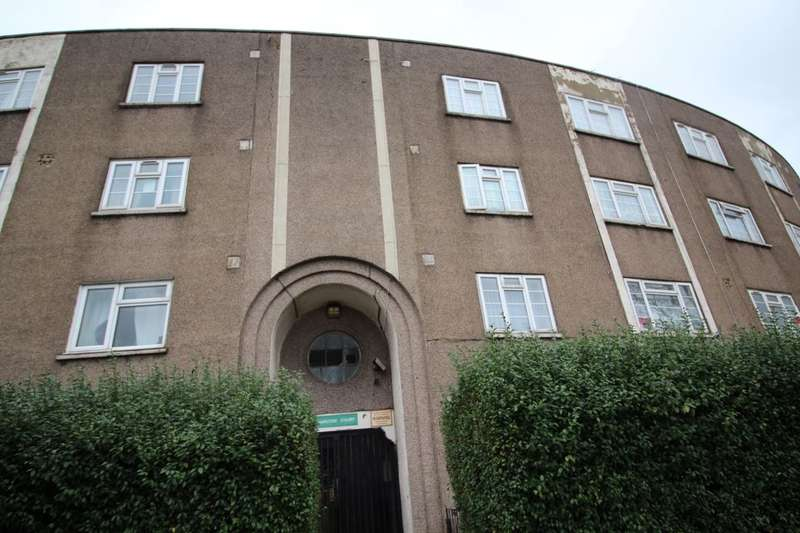2 Bedrooms Flat for sale in High Street South, London, E6