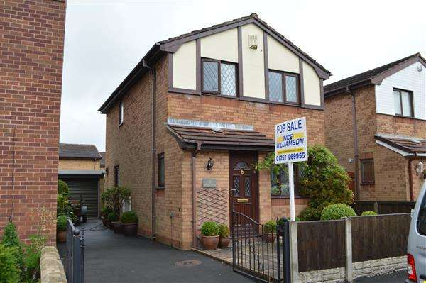 3 Bedrooms Detached House for sale in Pennine Road, Chorley