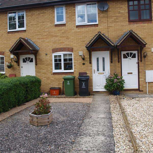 2 Bedrooms Terraced House for rent in Dunsford Close, Old Town, Swindon