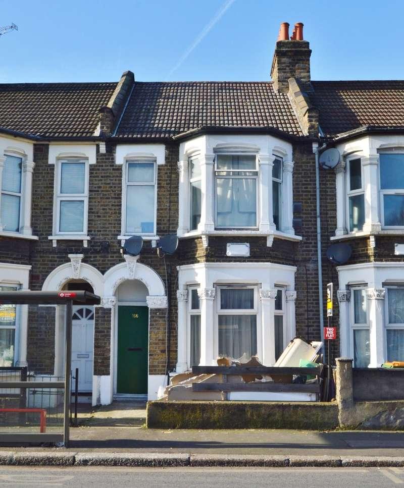 3 Bedrooms Flat for sale in New Barn Street, Plaistow, London, E13 8JW