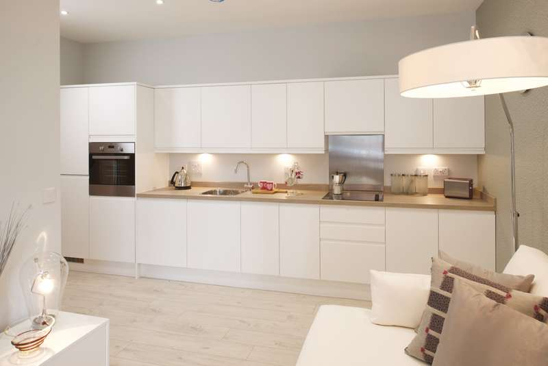 2 Bedrooms Flat for sale in 'Venture House', 42-52 London Road, Staines-Upon-Thames, TW18