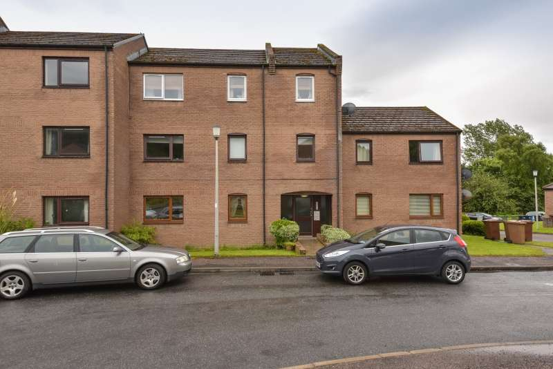 2 Bedrooms Flat for sale in Lomond Way, Inverness, Highland, IV3 8NZ