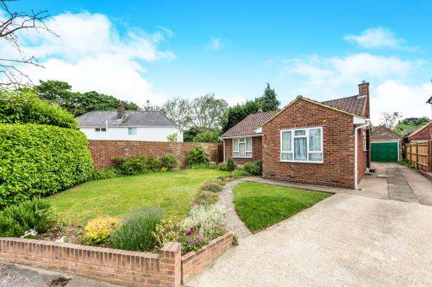 2 Bedrooms Bungalow for sale in Guildford, Surrey, .