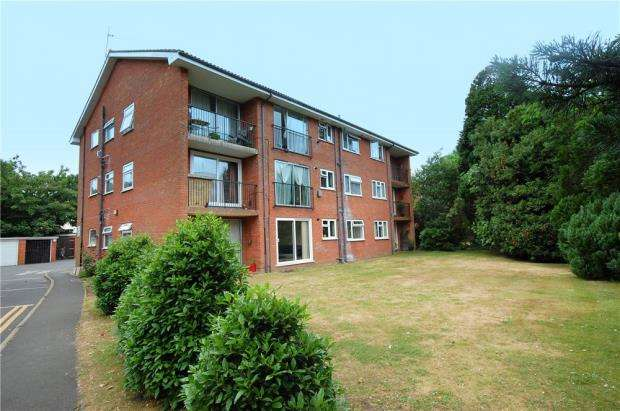 2 Bedrooms Flat for sale in Dean Park, Bournemouth, Dorset, BH1