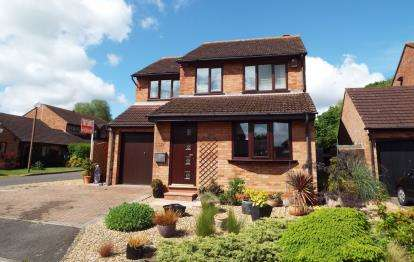 4 Bedrooms Detached House for sale in Leafield Rise, Two Mile Ash, Milton Keynes, Bucks