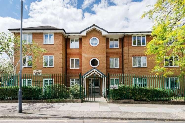 1 Bedroom Flat for sale in Bramhope Lane London SE7