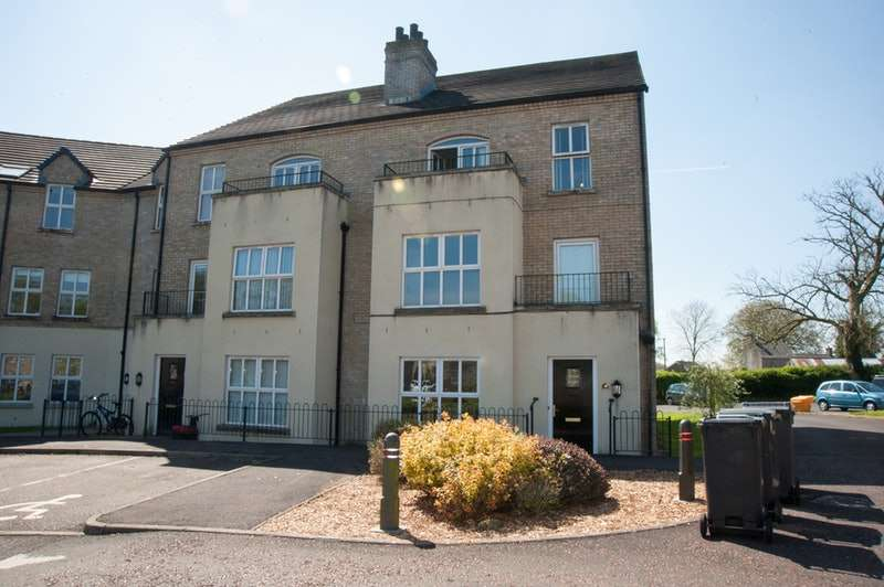 2 Bedrooms Flat for sale in Trinity Mews, Ballymena, BT42